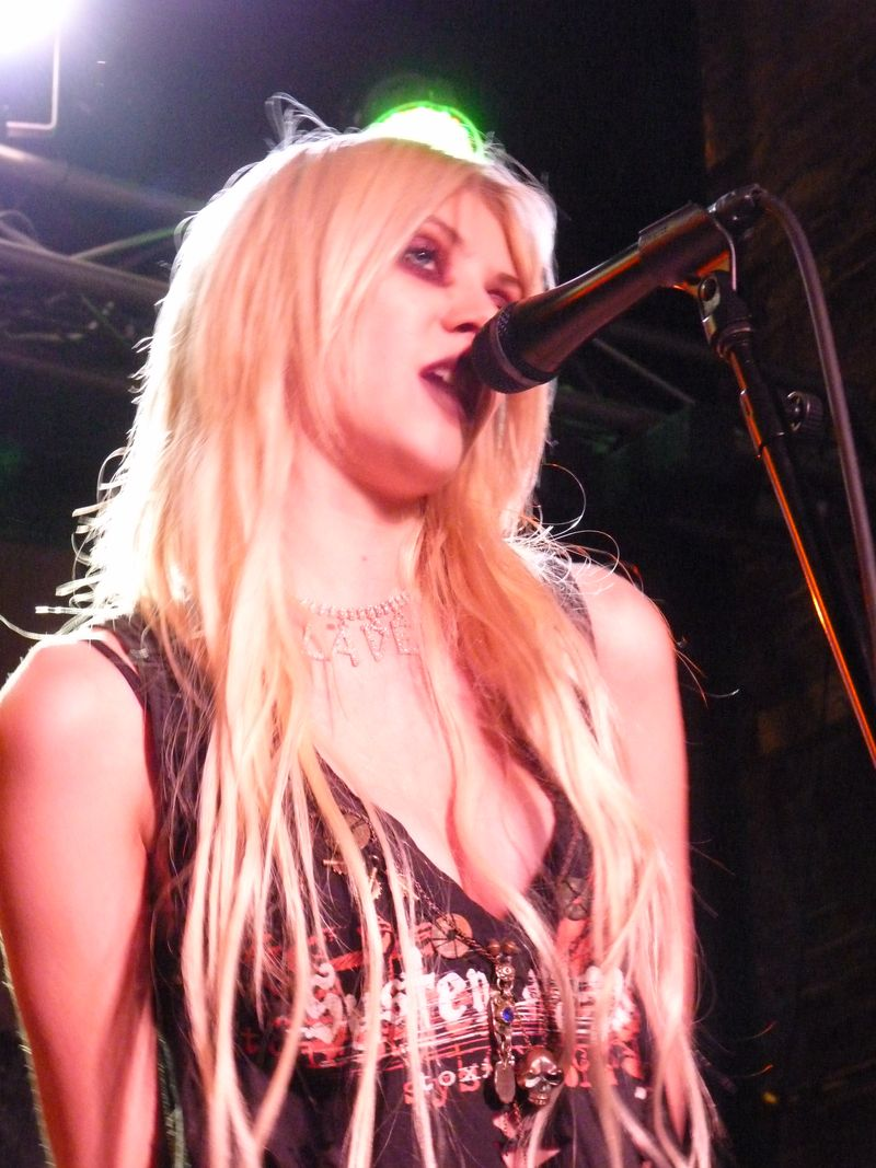 The Pretty Reckless and QKK 423